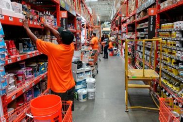 Home Depot strengthens sales thanks to solid housing market