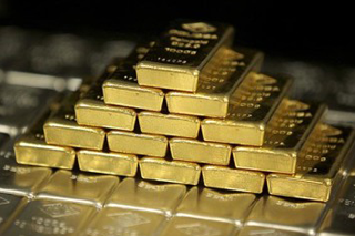 Tips for investing in gold—and how to hold gold in your RRSP