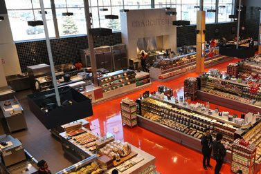 Loblaw stock yields 1.9% as it expands services for future growth