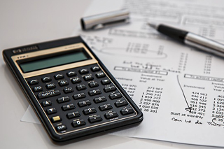 Who pays capital gain tax?
