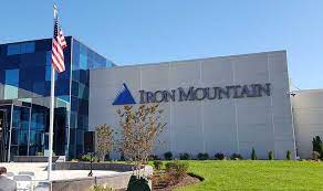Iron Mountain Incorporated yields 5.5% as it cuts costs